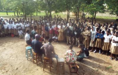 Ramsés Alfa und sein Team klären Kindern über die Gefahr des Kinderhandels auf